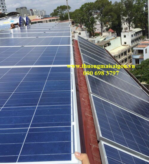 Hệ thống pin năng lượng mặt trời gồm 34 tấm, chia làm 2 hệ
